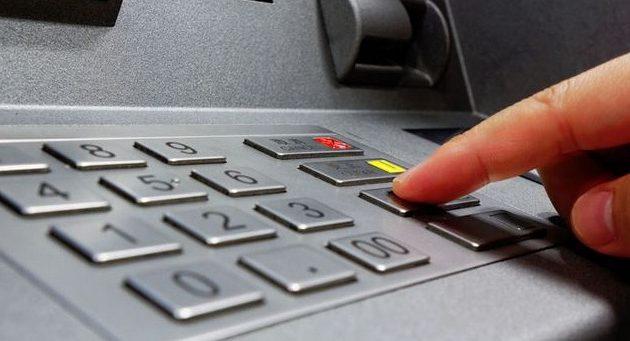 Memasukan PIN ATM Bank Mandiri