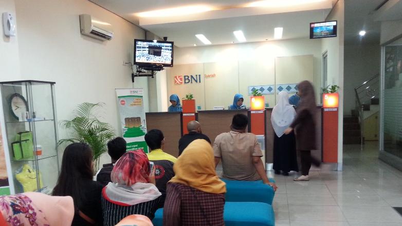 Hasil gambar untuk foto kantor bank