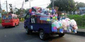 Jualan Perabotan dengan Mobil Pick Up